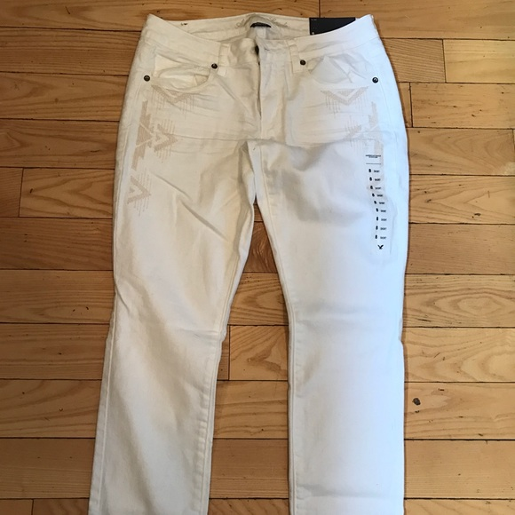 1011cdd59af9b0 AEO Embroidered Skinny Jeans - White -SHORT length. NWT. American Eagle  Outfitters